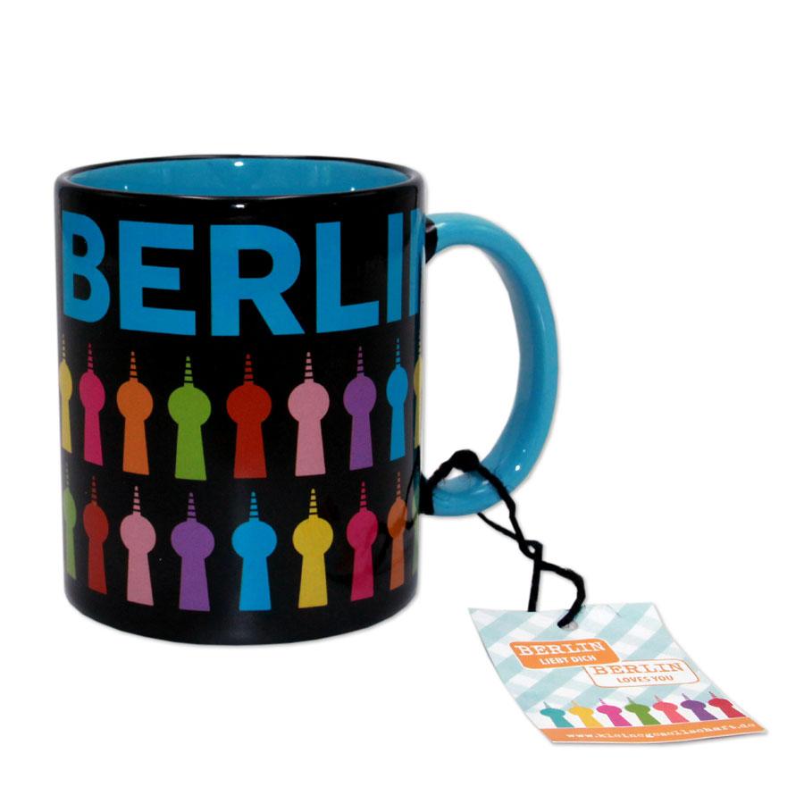 Die Berlin-Tasse, schwarz mit buntem Fernsehturm-Print. Handwäsche.