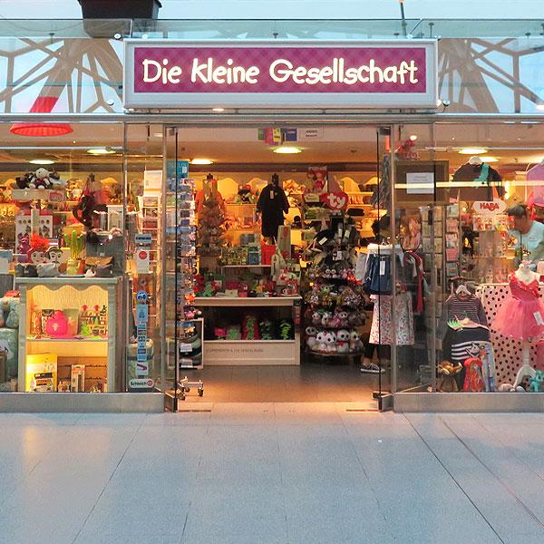 Die kleine Gesellschaft im Flughafen Tegel