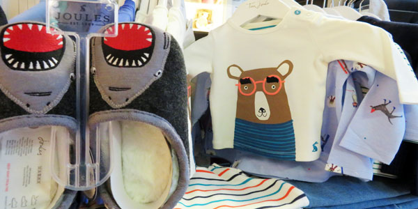 Hausschuhe von Joules und Bären mit Brille