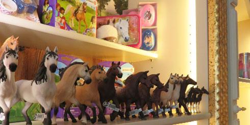 die-kleine-gesellschaft-friedrichstrasse-pferde