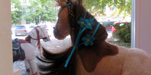 kleine-gesellschaft-rykestrasse-pferde