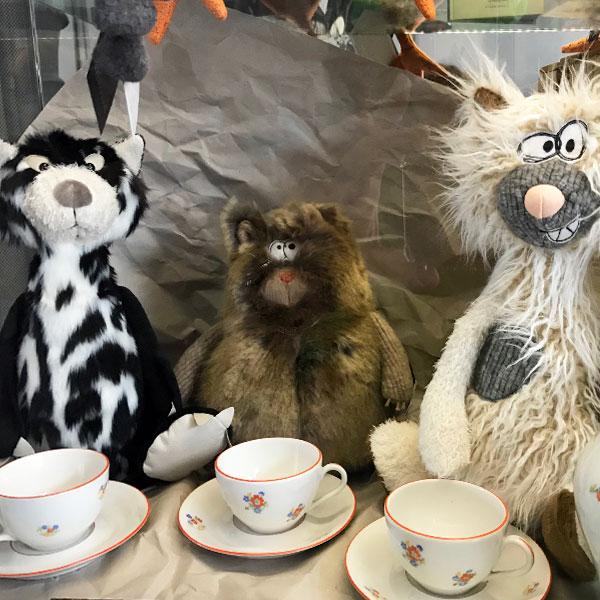 Die kleine Gesellschaft... trinkt Tee