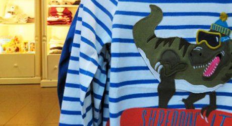 Frecher Dino auf dem Shirt